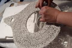 montage des pièces en porcelaine